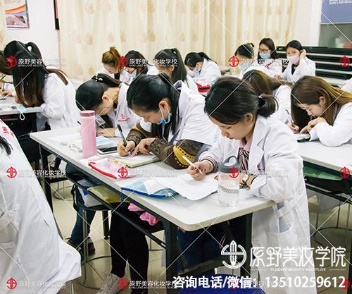 深圳市纹绣美甲培训学校哪家好